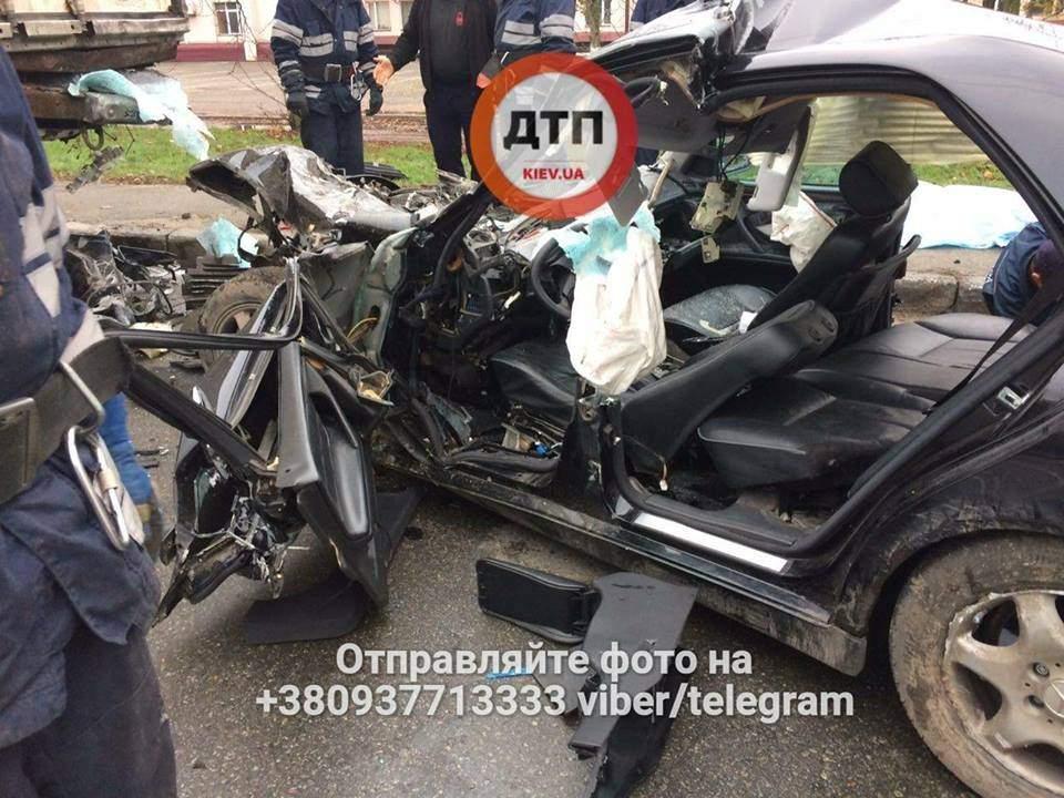 Жуткое ДТП в столице привело к гибели водителя (Видео)