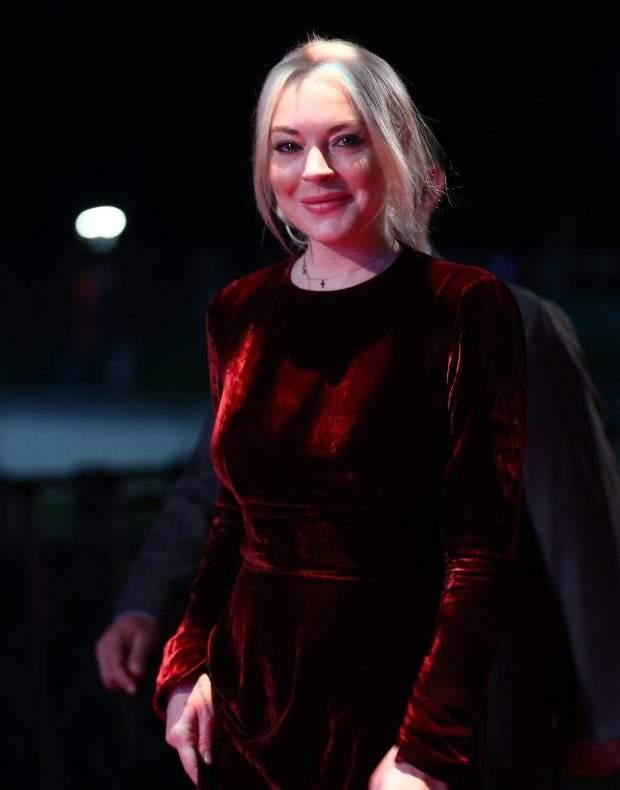 Голливудская актриса блеснула в бархатном платье на ковровой дорожке в Турции (фото)