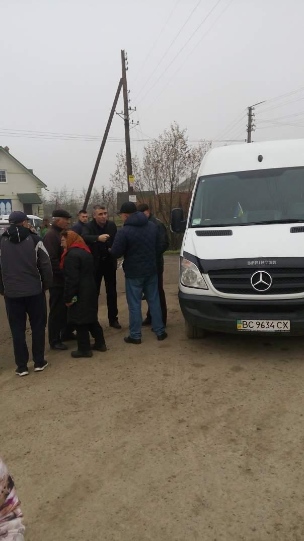 На Львовщине люди протестуют против повышения цены на проезд (Фото)