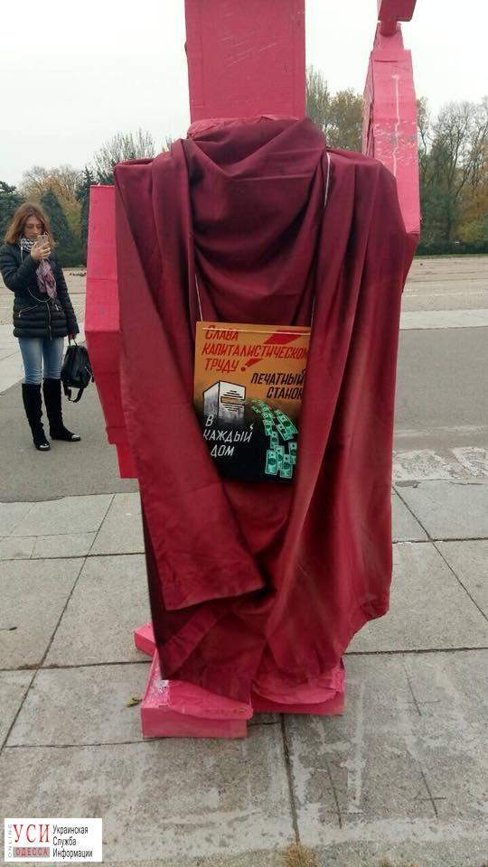 В Одессе появилась скульптура с изображением свастики (Фото)
