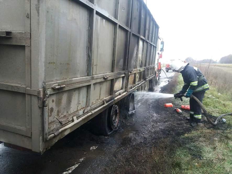 В Полтавской области сгорела грузовая фура (фото)