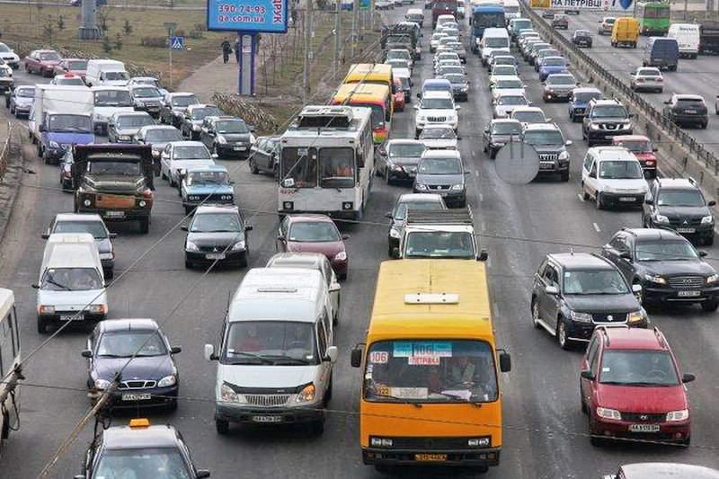 В Киеве полиция и Нацгвардия проверяют автомобили: украинцы жалуются на пробки