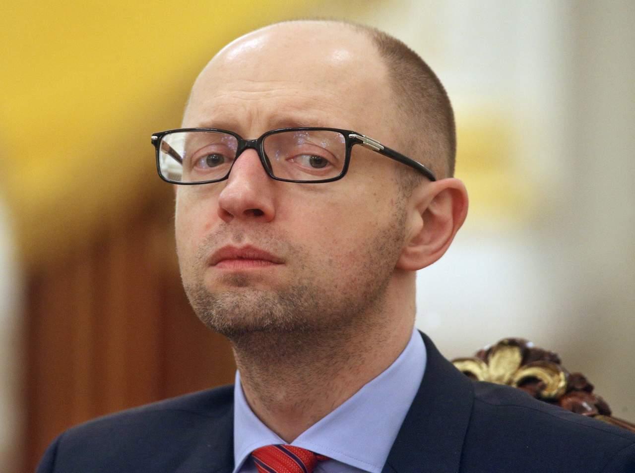 Яценюк планирует изменить Конституцию