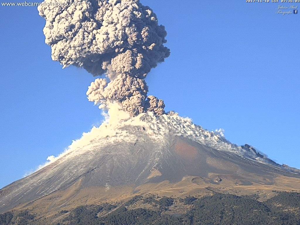 В Мексике начал просыпаться вулкан Попокатепетль