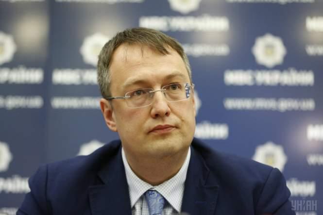 Геращенко считает, что Порошенко имеет слишком много полномочий