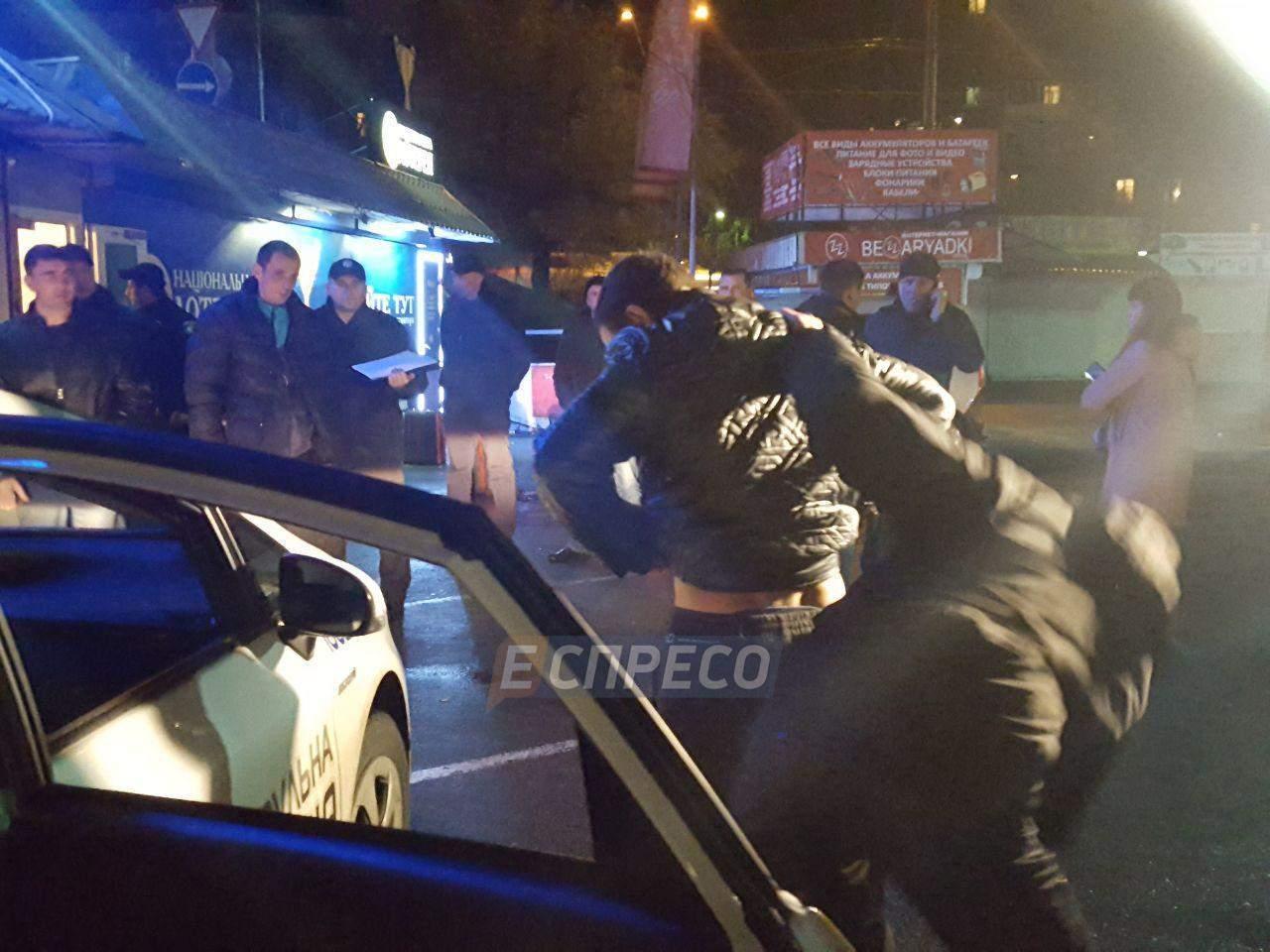 В Киеве неизвестный зарезал мужчину в ходе конфликта (фото)
