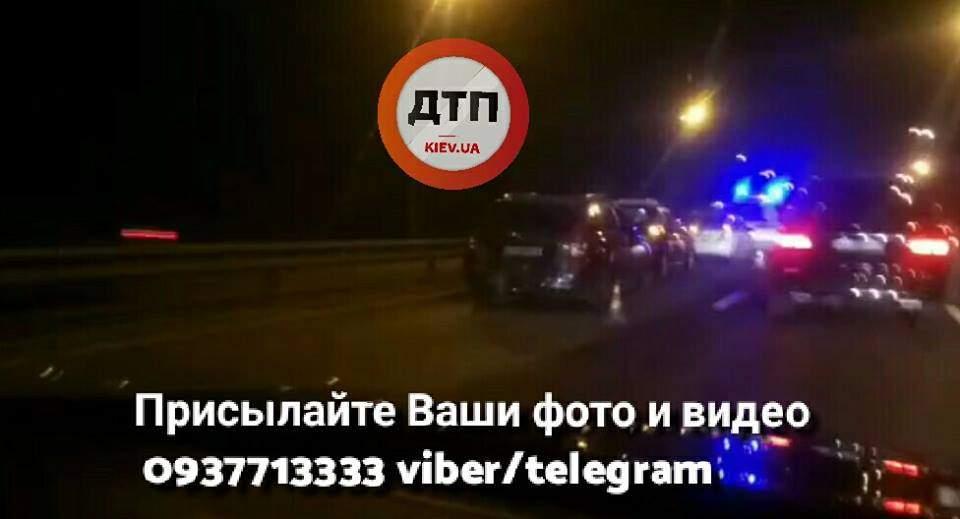 В Киеве столкнулось 4 автомобиля. Есть пострадавшие (Фото)