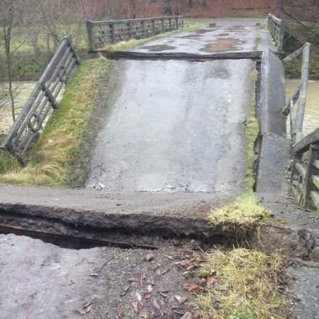 В Закарпатской области рухнул мост (Фото)