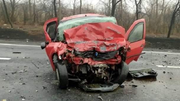 Смертельное ДТП в Донбассе унесло жизни двоих человек (фото)