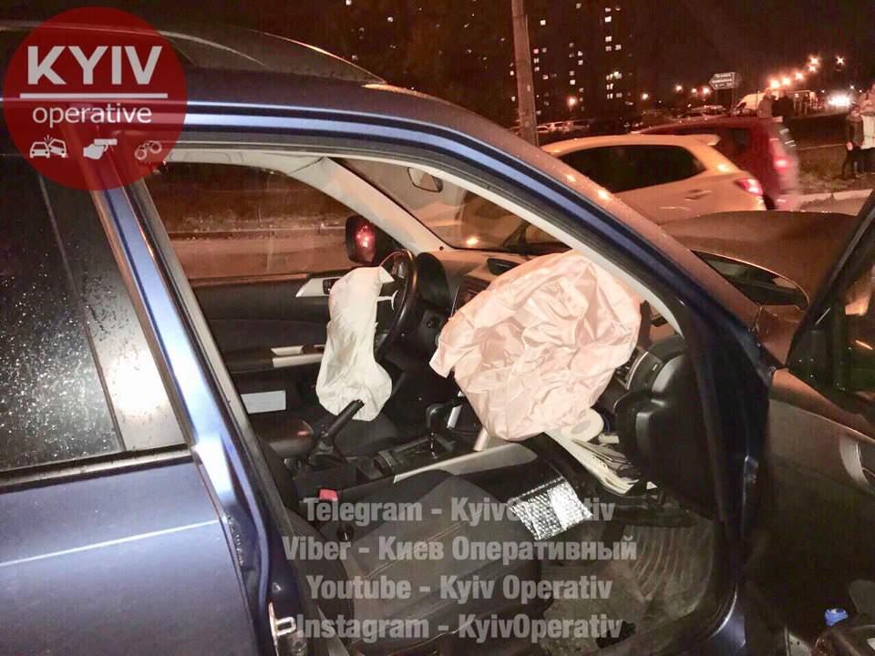 В столице в серьёзном ДТП на Троещине пострадали дети (фото)