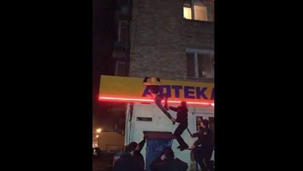 Погром киосков в Киеве: Полиция избила задержанных (Видео)