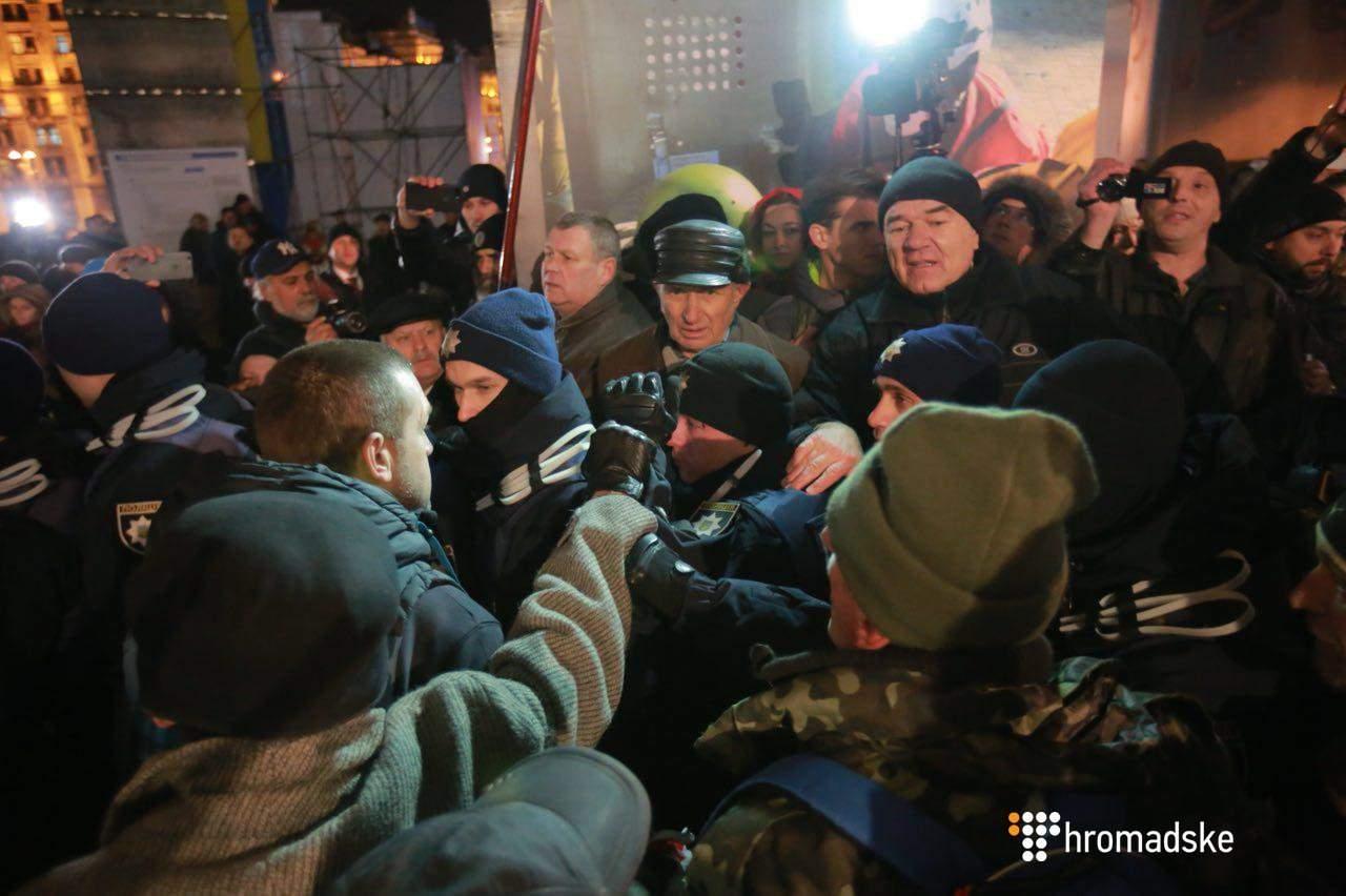 В Киеве во время акции годовщины Революции Достоинства произошли потасовки (видео)