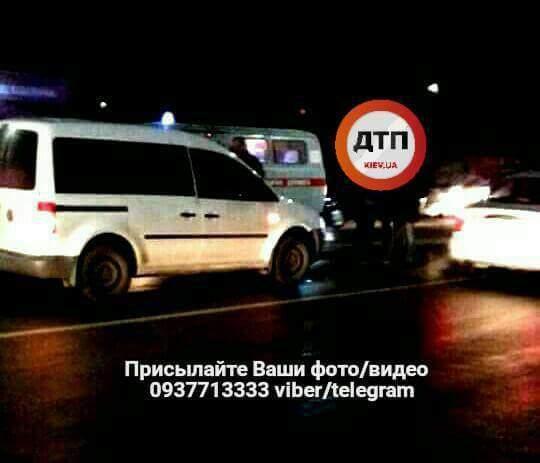 Под Киевом водитель легкового авто сбил двоих детей (фото)