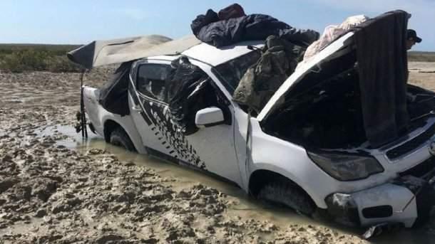 Из-за крокодила в Австралии двое мужчин провели пять дней на крыше автомобиля (фото)