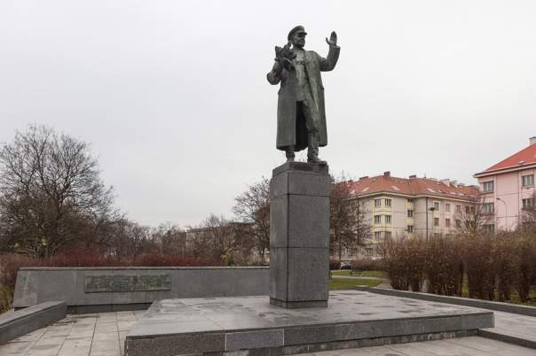 Памятник советскому маршалу в Праге осквернили