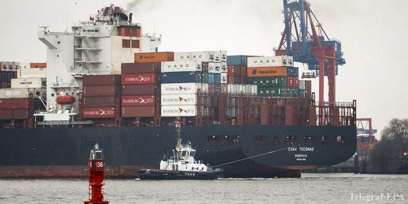В Китае столкнулись два грузовых судна с песком: одно из них затонуло
