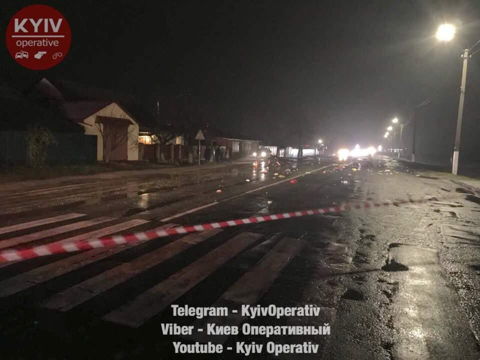 Под Киевом в страшном ДТП на пешеходном переходе погибла цыганка, две - госпитализированы (фото)