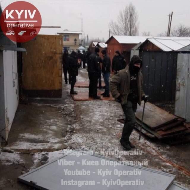 В Киеве незаконно демонтировали гаражный кооператив (фото)