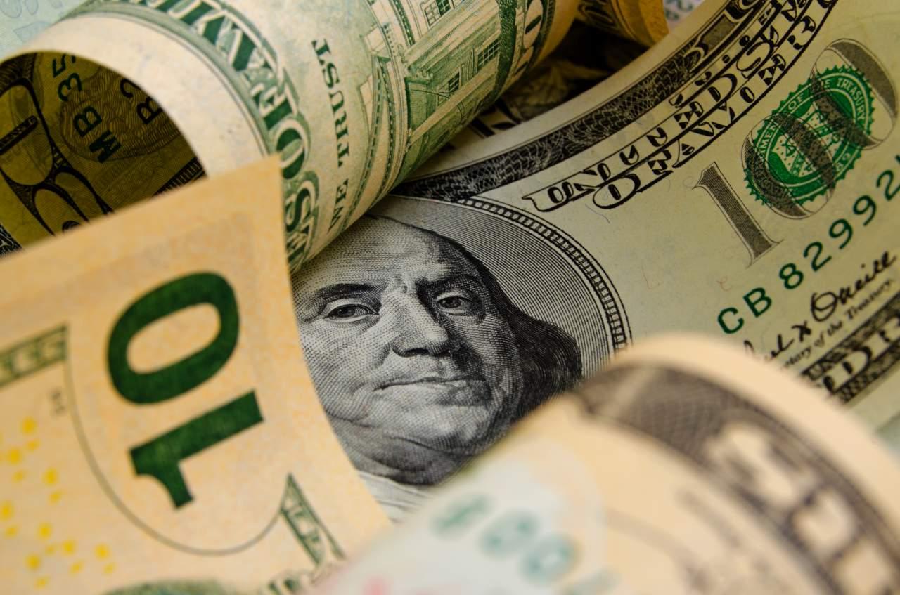 В Украине вновь подорожал доллар