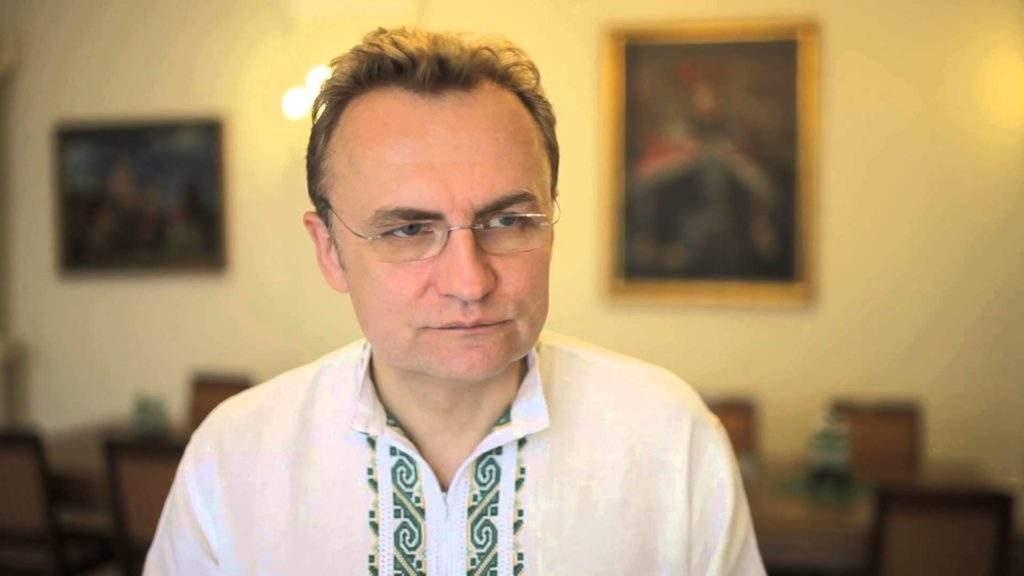 В кабинет мэра Львова прорвались активисты, которые требуют его отставки