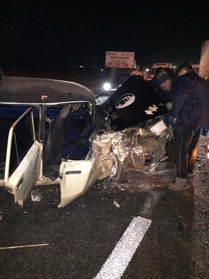 Авто всмятку: На Львовщине произошло ДТП с пострадавшими (Фото)