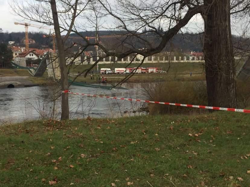 В столице Чехии обрушился мост длиной 253 метра (фото)