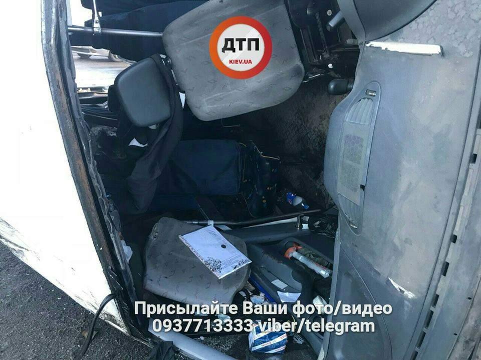 Масштабная авария в столице: 5 пострадавших (Фото)