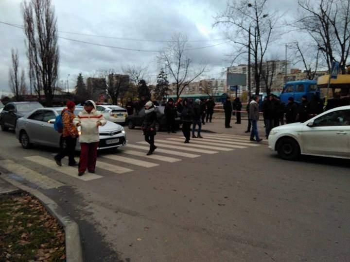 В Киеве жильцы микрорайона «Березняки» протестовали против строительства (фото)