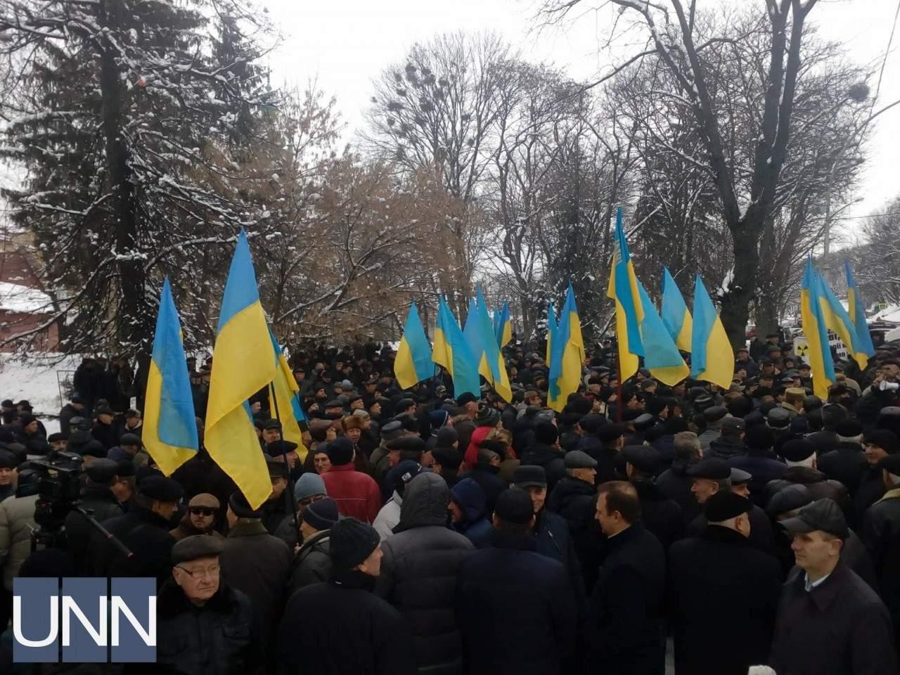 Во Львове пенсионеры МВД устроили массовый пикет (фото)