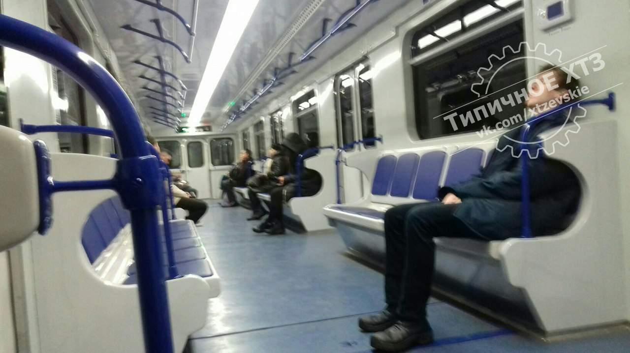 В Харькове на красной ветке метро ввели в эксплуатацию новый состав поезда (фото)