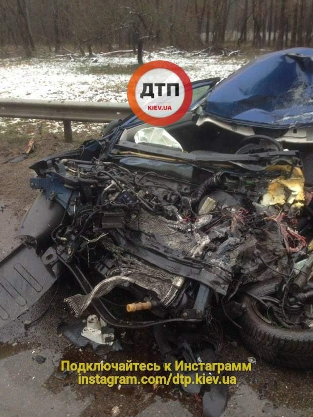 В столице фура буквально раздавила легковое авто (Фото)