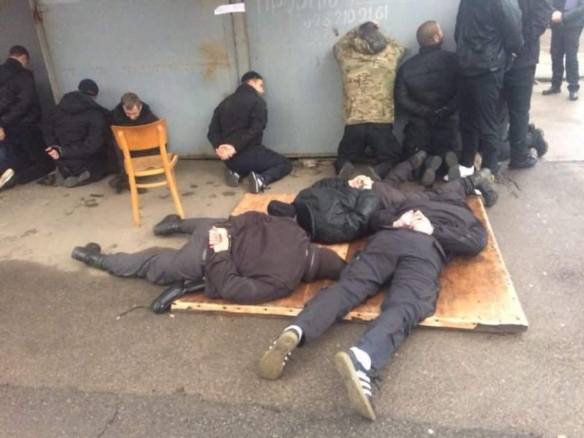 Стрельба на рынке в Николаеве: 5 пострадавших (Фото)