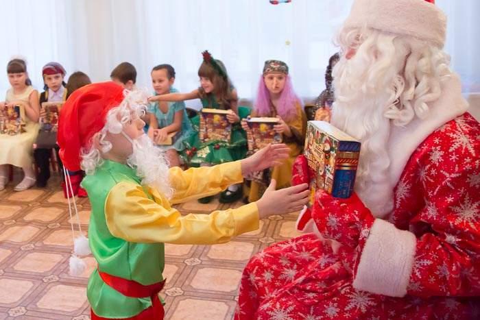 В детском саду Днепра жительницу возмутил русскоязычный Дед Мороз