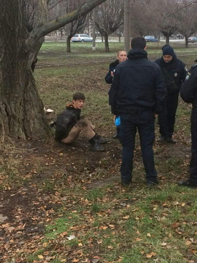 В Харькове неадекватный грабитель набросился с ножом на полицейского (Фото)