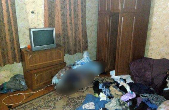 В Донецкой области мужчина жил с трупом матери