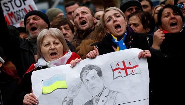 В Грузии собирают подписи для освобождения Саакашвили