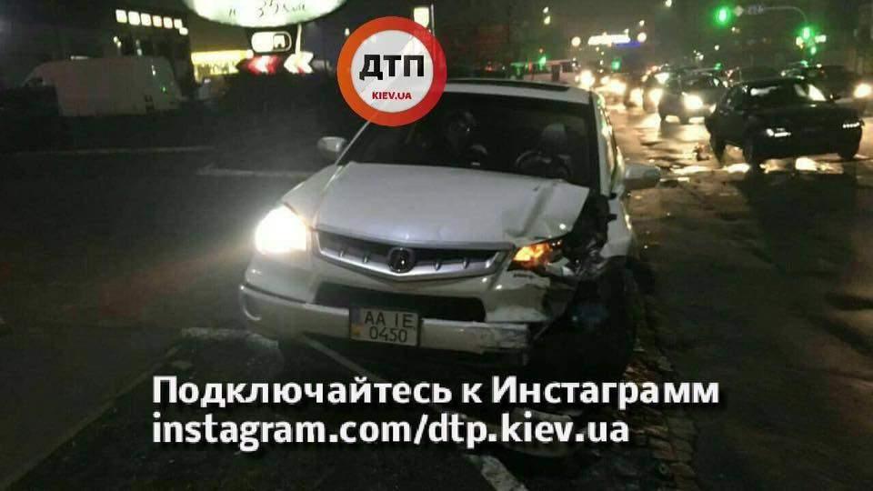 На Киевщине произошло пьяное ДТП с участием нескольких авто (Фото)
