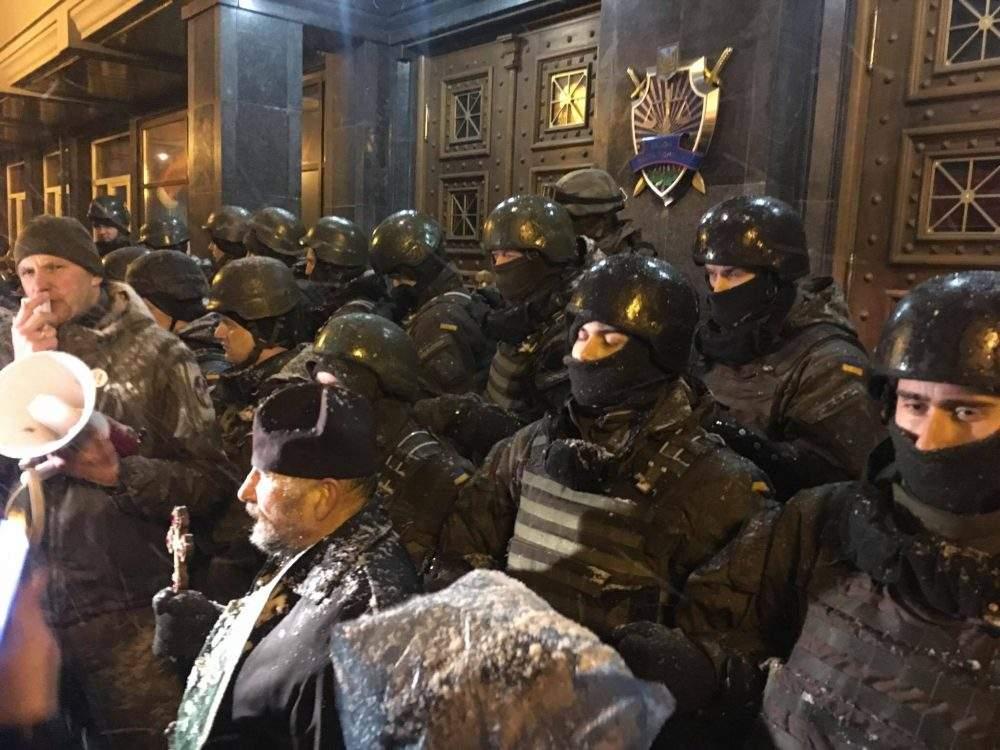 В Киеве под стенами Генпрокуратуры завершился митинг сторонников Саакашвили