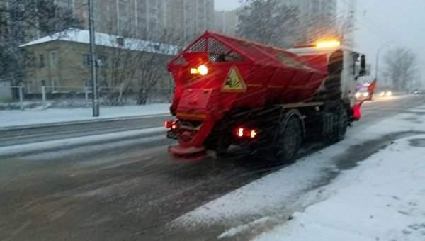 Столицу замело: На улицах Киева работает 134 единицы спецтехники