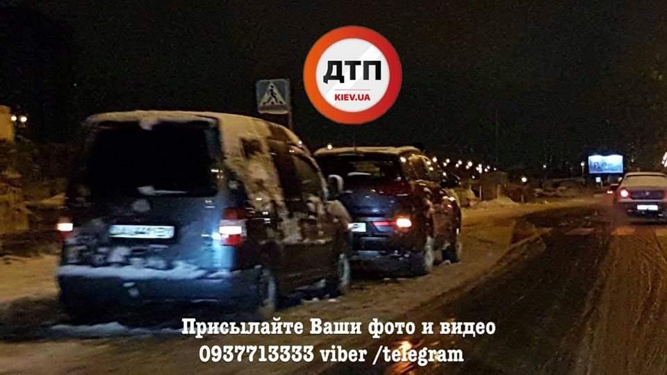 В Киеве из-за пешехода столкнулось несколько авто (Фото)