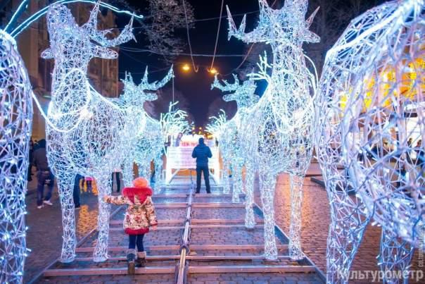 Главная улица Одессы готова к Новому году (Фото)