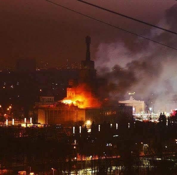 На территории Московского ВДНХ произошел серьёзный пожар (Фото)