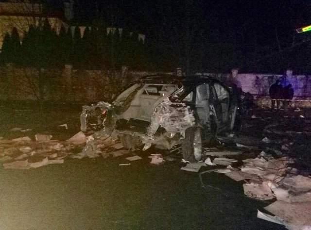 Во Львове было раздавлено авто, которое не пропустило пожарников (Фото)