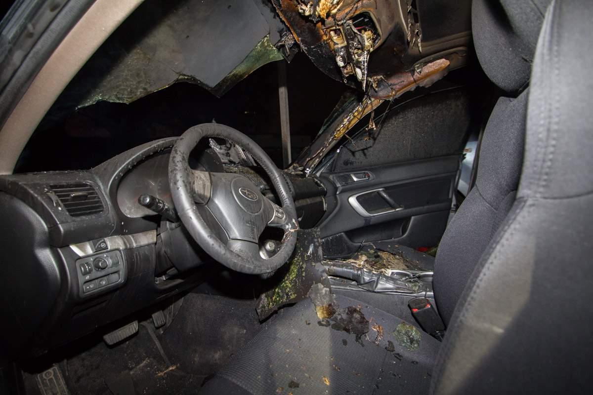 В Днепре ночью на охраняемой парковке сгорел автомобиль (фото)
