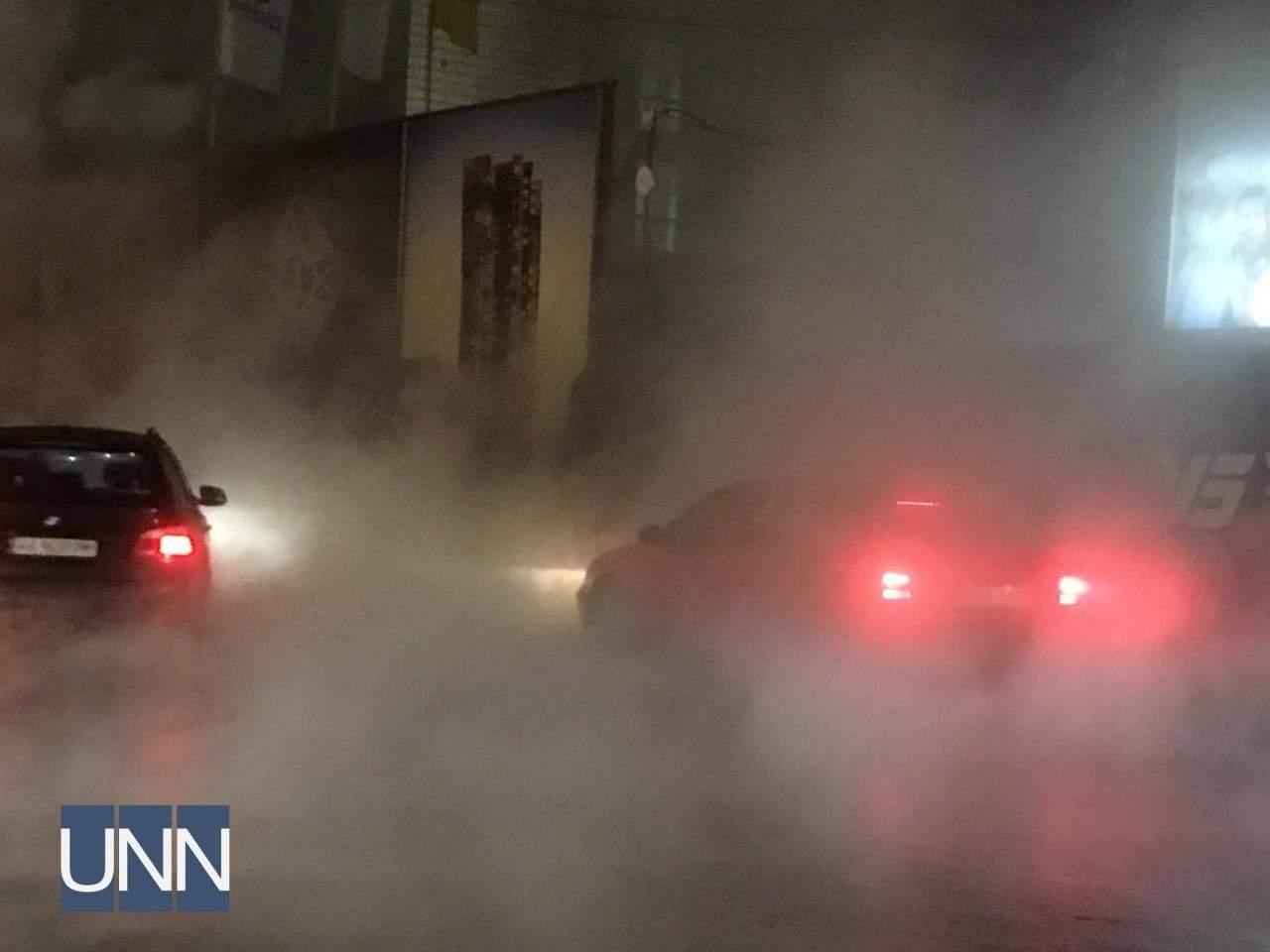 В столице одну из улиц затопило кипятком (фото)