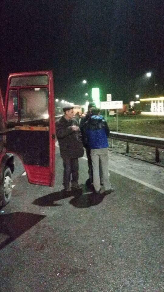 В маршрутке Львов-Радехов пьяный пассажир ранил ножом другого пассажира (фото)