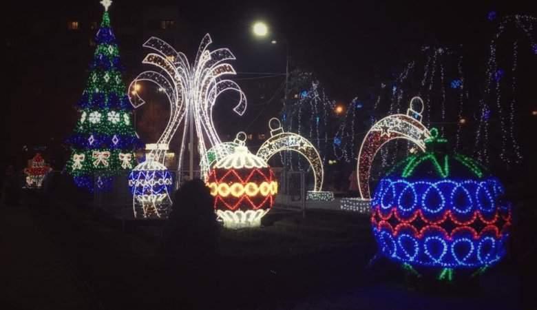 Опубликованы завораживающие фото новогоднего Черноморска  (Фото)