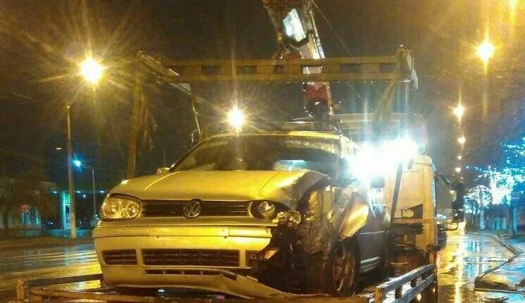 В Одессе нетрезвый водитель врезался в светофор (Фото)