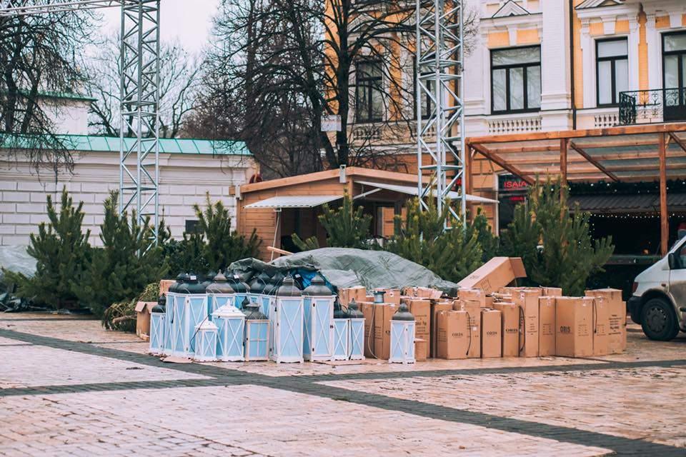 В Киеве главную ёлку страны подготавливают к торжественному открытию (фото)