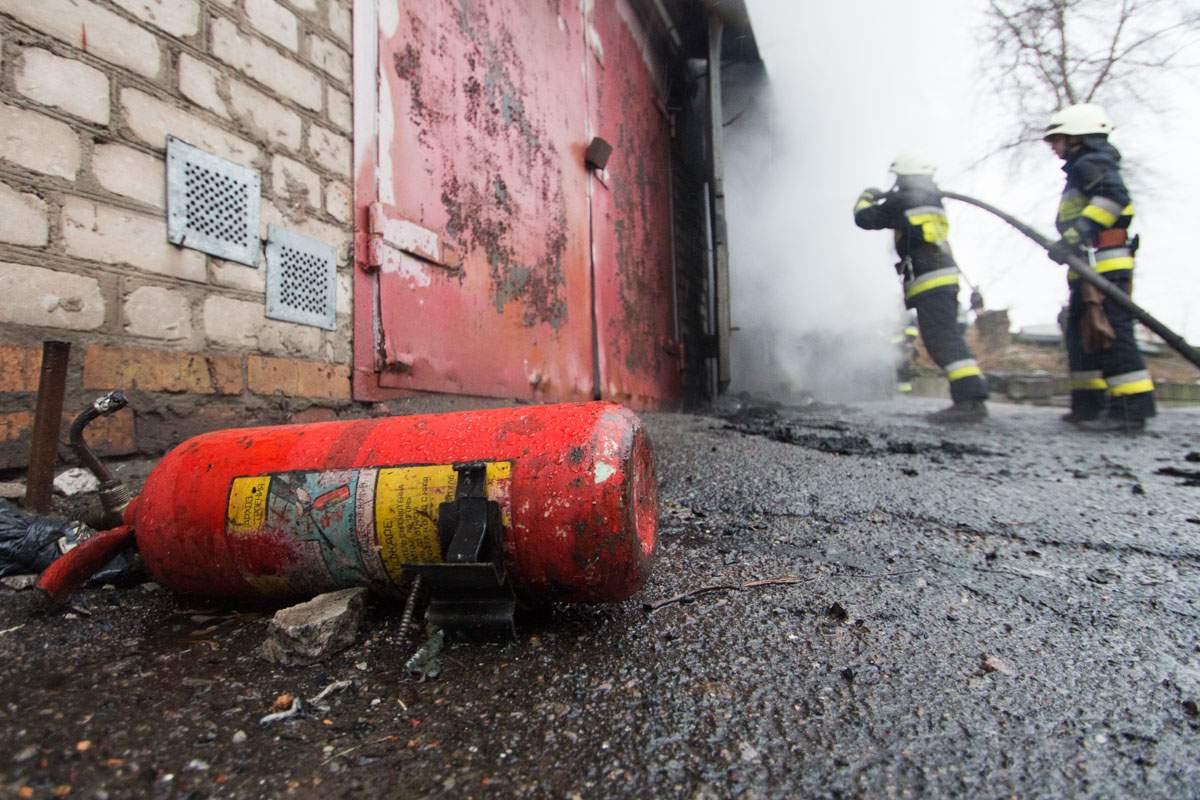 В Днепре в одном из гаражей произошёл взрыв (фото)